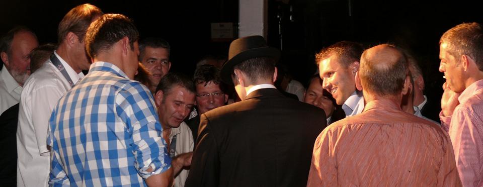Roberto Pronto spielt Hut